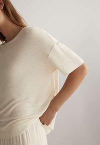 OYSHO - Pyjama top - off-white - 3