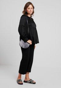 IVY & OAK Maternity - TUNIC BLOUSE - Camicetta - black - 1