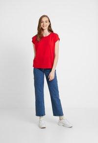 Vero Moda - VMAVA PLAIN - T-shirt basic - goji berry - 1