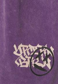 YOURTURN - UNISEX - Print T-shirt - purple - 2