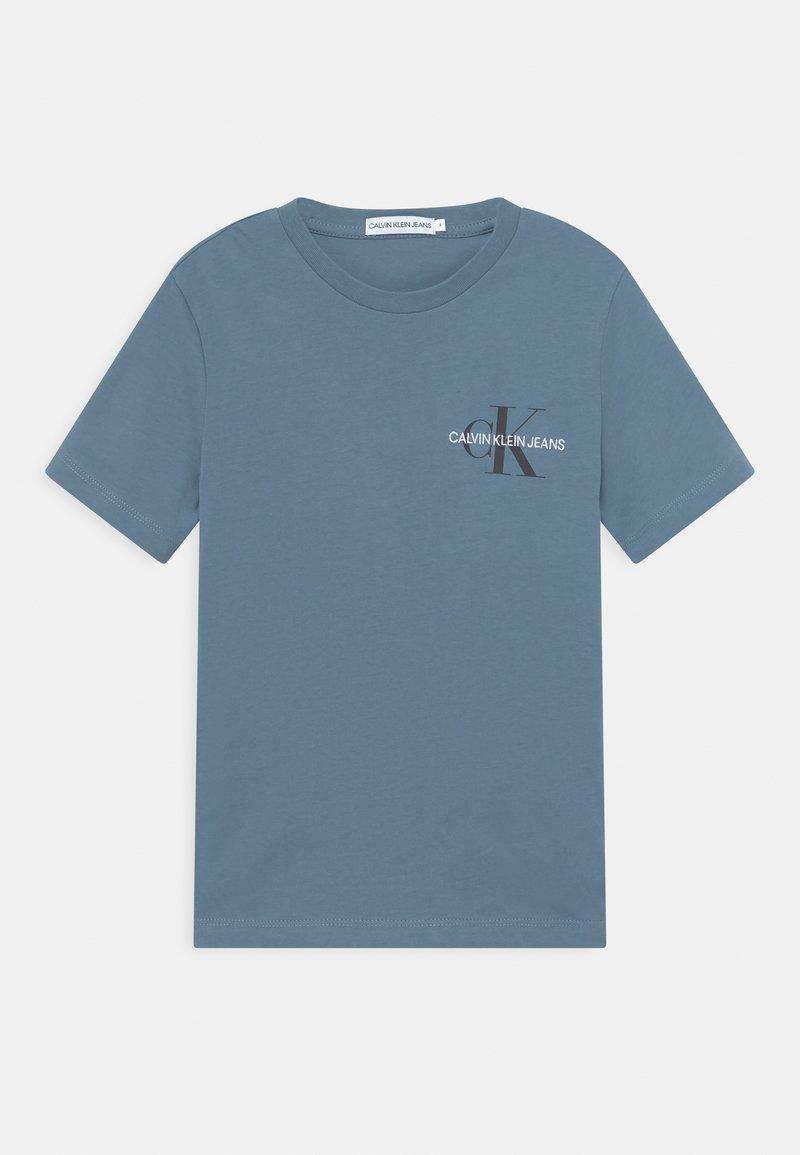 Calvin Klein Jeans - CHEST MONOGRAM UNISEX - T-shirt print - misty sky