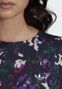 adidas Originals - BELLISTA SPORTS INSPIRED LOOSE DRESS - Sukienka z dżerseju - multicolor - 6