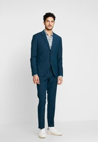 Isaac Dewhirst - FASHION SUIT - Suit - teal - 0