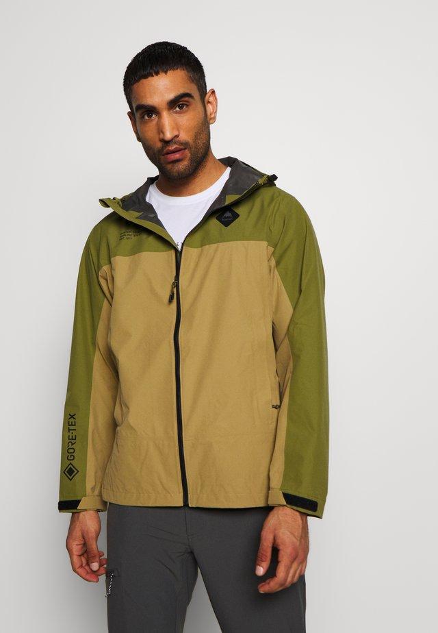 MEN'S GORE TEX PACKRITE RAIN JACKET - Hardshellová bunda - martini olive/kelp