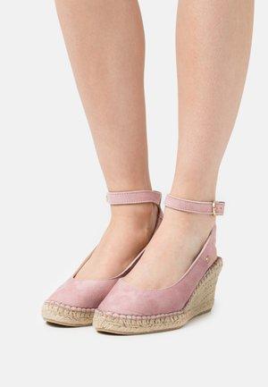 Sandály na platformě - soft rose