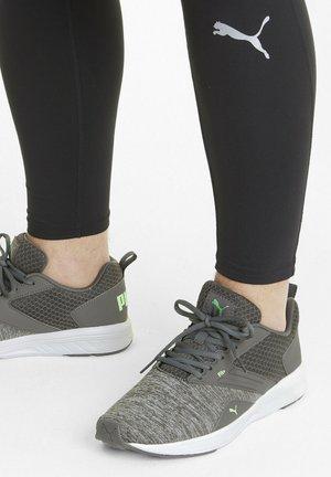 NRGY COMET RUNNING  - Minimalist running shoes - castlerock-elektro green
