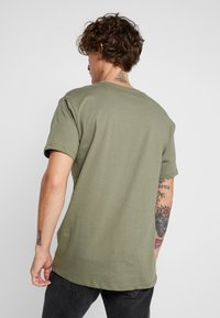 Jack & Jones - JCOSOLID TEE CREW NECK - T-shirt med print - winter moss - 2
