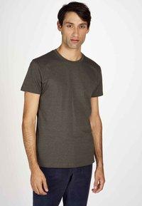 MDB IMPECCABLE - Basic T-shirt - dark olive - 0