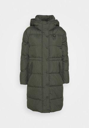 IMPERMEABILE LUNGHI IMBOTTITO - Winter coat - khaki