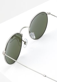 Ray-Ban - 0RB3447 ROUND METAL - Solbriller - light green/mirror silver-coloured - 2