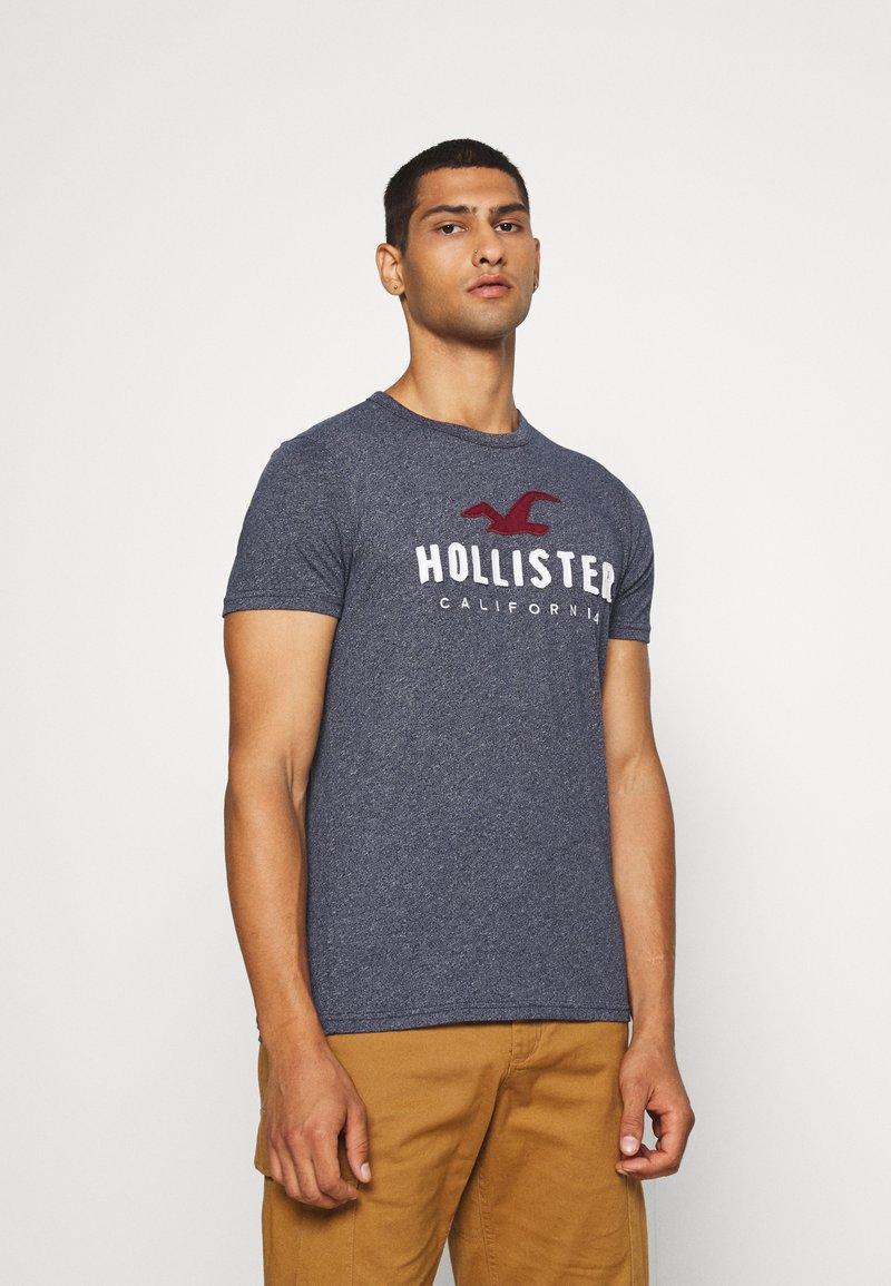 Hollister Co. - CORE  - Triko spotiskem - blue heaven tonal