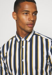 Only & Sons - ONSSANE STRIPED SLIM FIT - Shirt - blues - 3