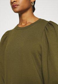 Gestuz - NANKITA - Sweatshirt - dark olive - 5