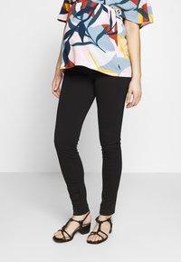 MAMALICIOUS - Spodnie materiałowe - black - 0