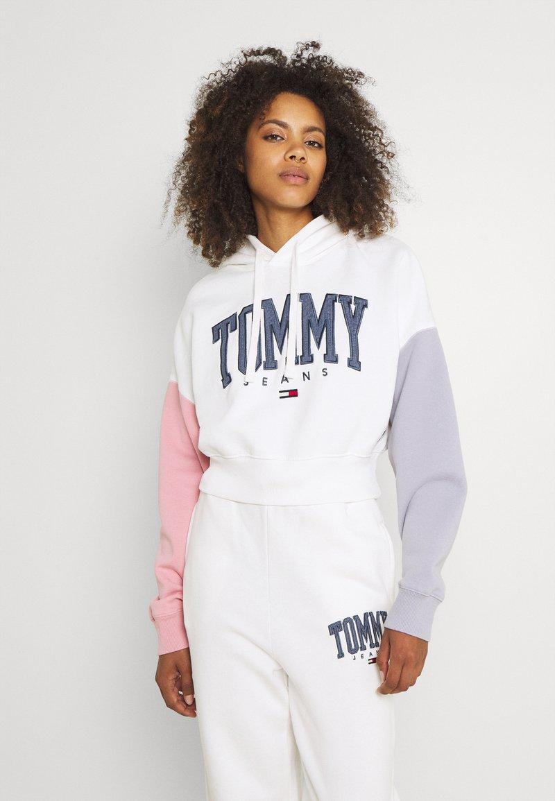 Tommy Jeans - COLOR BLOCK HOODIE - Sweatshirt - ivory