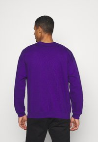 Mennace - UNISEX PRIDE TICKET SWEATSHIRT - Sweatshirt - purple - 2