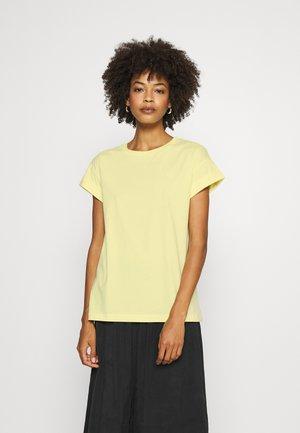 BOYFRIEND COLOURED - Basic T-shirt - light lemon