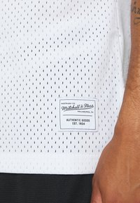 Mitchell & Ness - CORE  - Top - white - 5