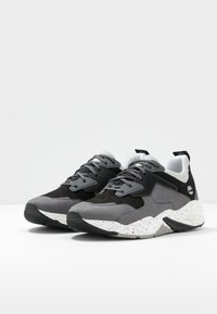 Timberland - DELPHIVILLE  - Sneakersy niskie - grey - 4