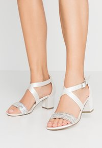 Paradox London Wide Fit - WIDE FIT HASINA - Sandali con tacco - ivory - 0