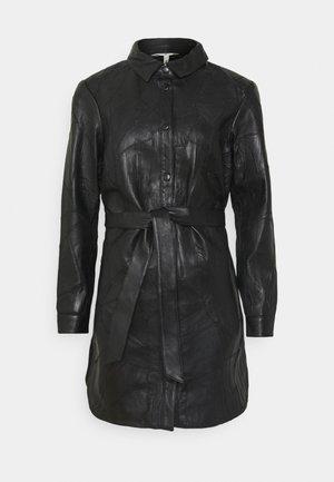 OBJLUXY - Halflange jas - black