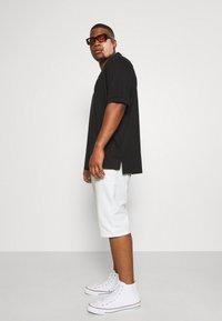 INDICODE JEANS - KEN PLUS - Denim shorts - offwhite - 3