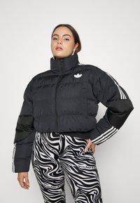 adidas Originals - SHORT PUFFER - Veste d'hiver - black - 5