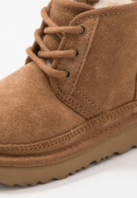 UGG - NEUMEL - Lace-up ankle boots - chestnut - 2