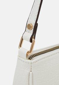 New Look - BRENDA CROC MINI SHOULDER BAG - Handtasche - white - 3