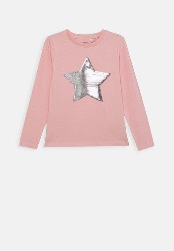 NKFLISTAR - Long sleeved top - coral blush