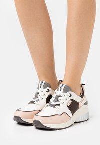 mtng - AMBY - Sneakersy niskie - nude - 0