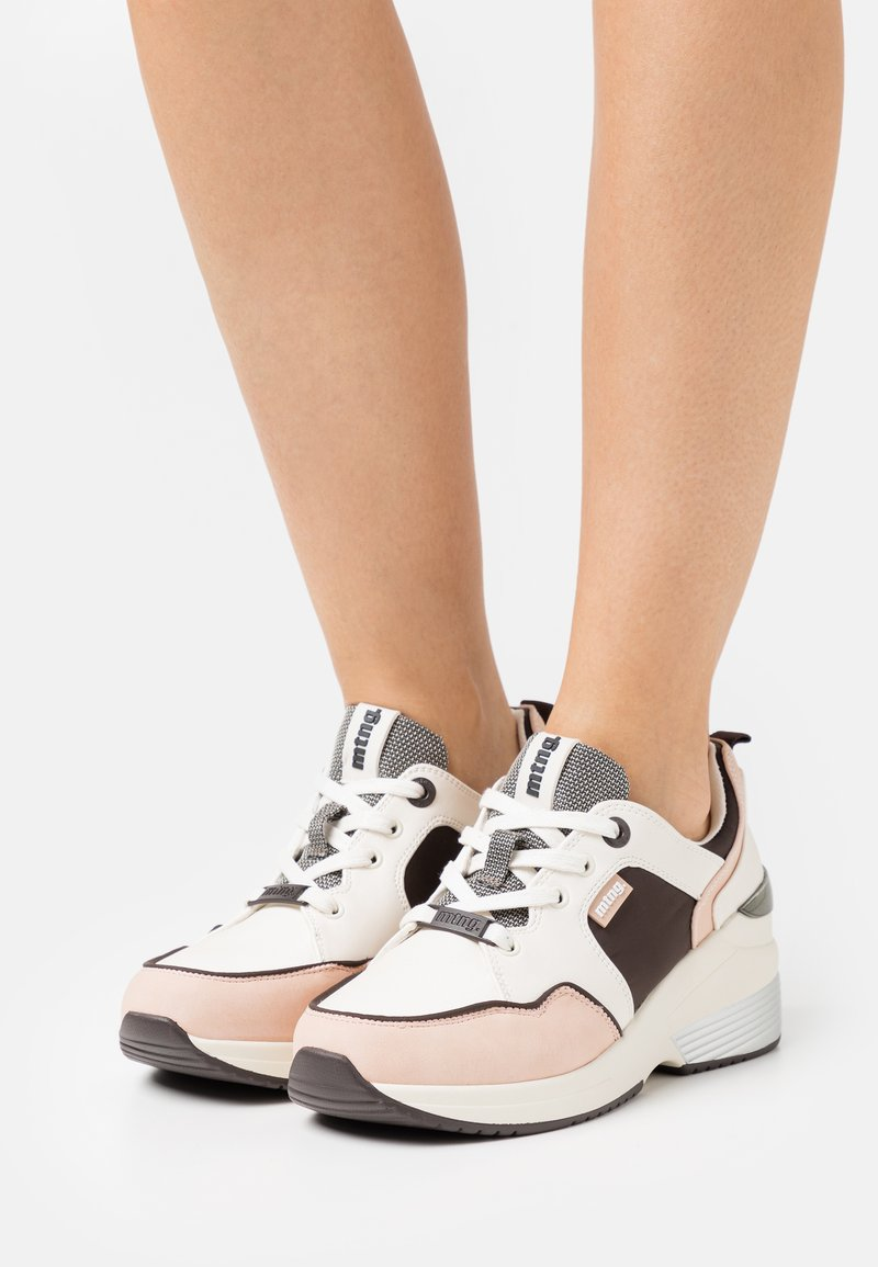 mtng - AMBY - Sneakersy niskie - nude