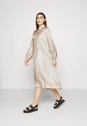 CARINA - Košilové šaty - parchment
