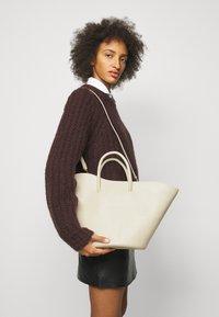 Little Liffner - OPEN TULIP MEDIUM - Handbag - light beige - 0