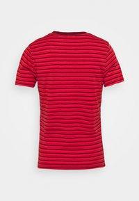 Levi's® - BABY TEE - Print T-shirt - silphium poppy red - 1