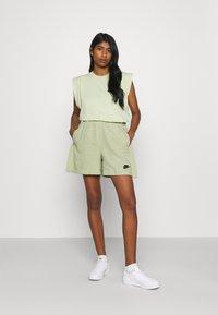 Nike Sportswear - EARTH DAY - Short - olive aura/galactic jade - 1