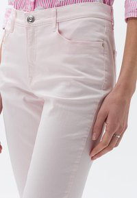 BRAX - MARY SLIM FIT - Straight leg jeans - pink - 4