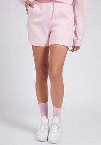 Guess - LOGODREIECK - Shorts - rose - 0