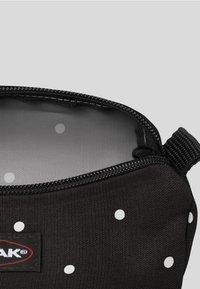 Eastpak - BENCHMARK  - Wash bag - black/ white - 2