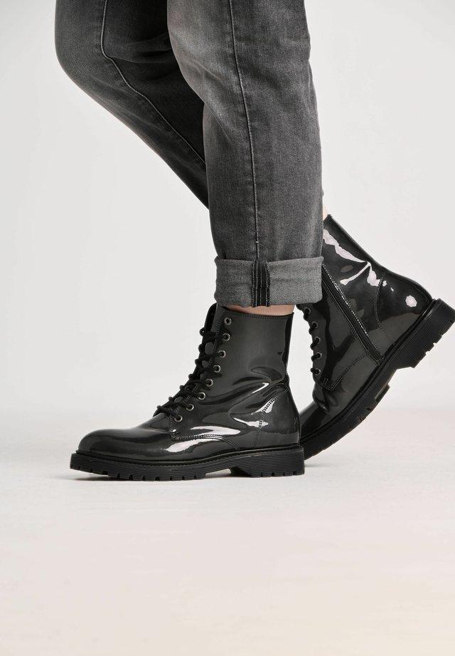 SUNNY PATENT - Platform ankle boots - gris