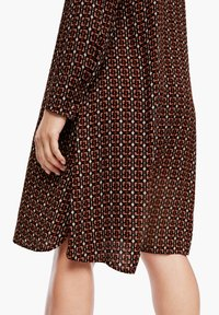 Triangle - CRÊPE-KLEID - Shirt dress - brown aop - 2