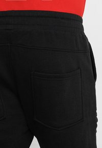 Urban Classics - PLEAT - Tracksuit bottoms - black - 4