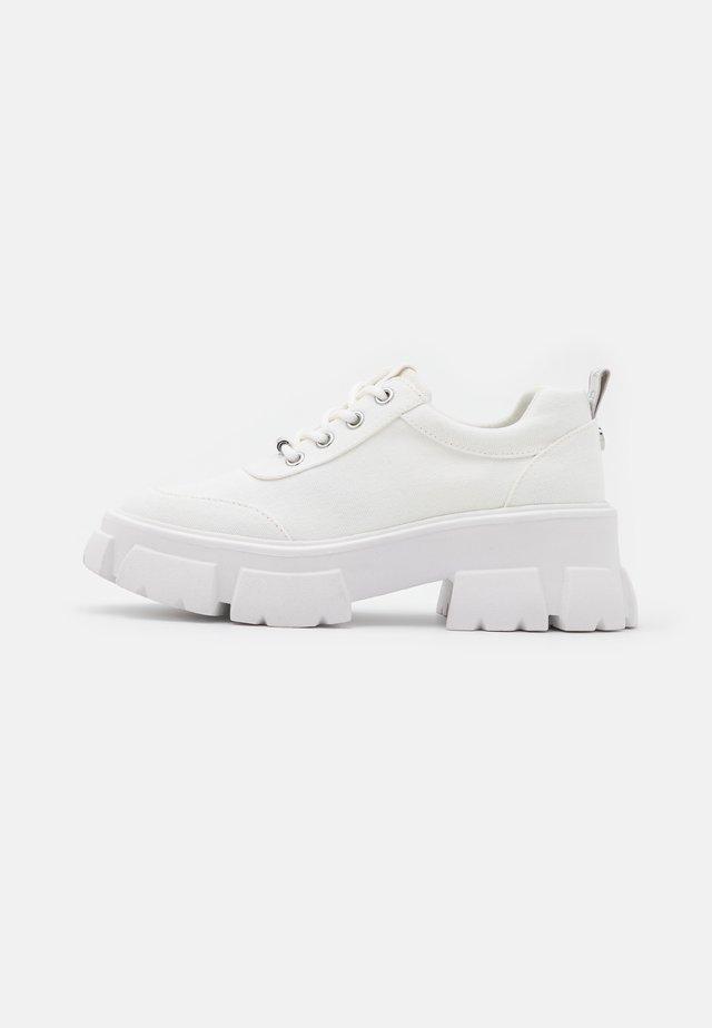 TANK - Sneakersy niskie - white