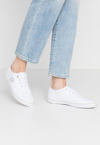 s.Oliver - LACE-UP - Tenisky - white - 0