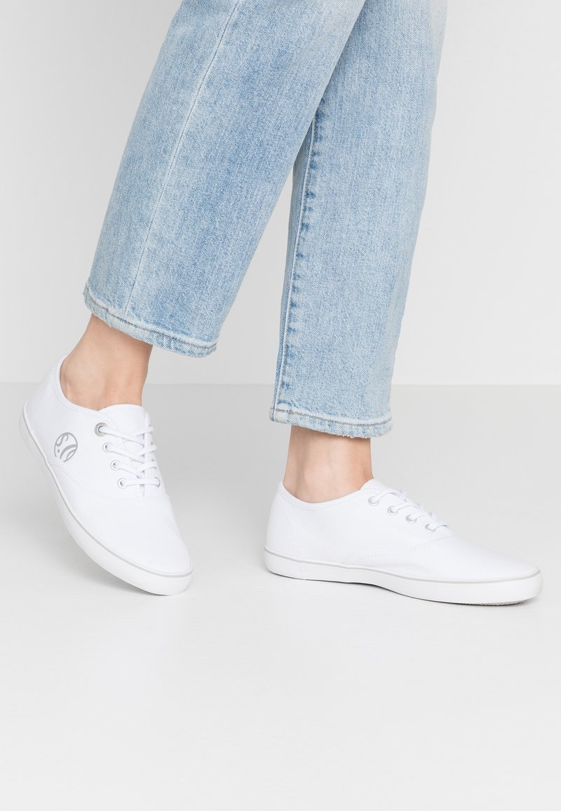 s.Oliver - LACE-UP - Tenisky - white