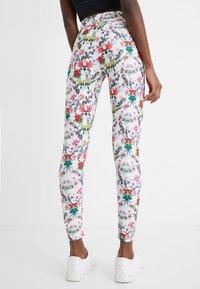Desigual - EDEN LONG - Pantalon en cuir - white - 2