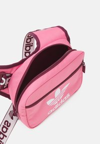 adidas Originals - SLING BAG UNISEX - Bandolera - rose tone/victory crimson/white - 2