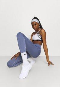 Nike Performance - DRI FIT HEAD TIE  - Ear warmers - white/black - 0