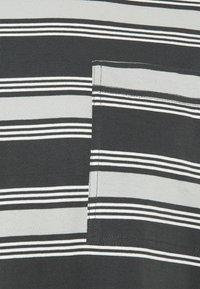 Kickers Classics - STRIPE TEE - T-shirt con stampa - grey - 2
