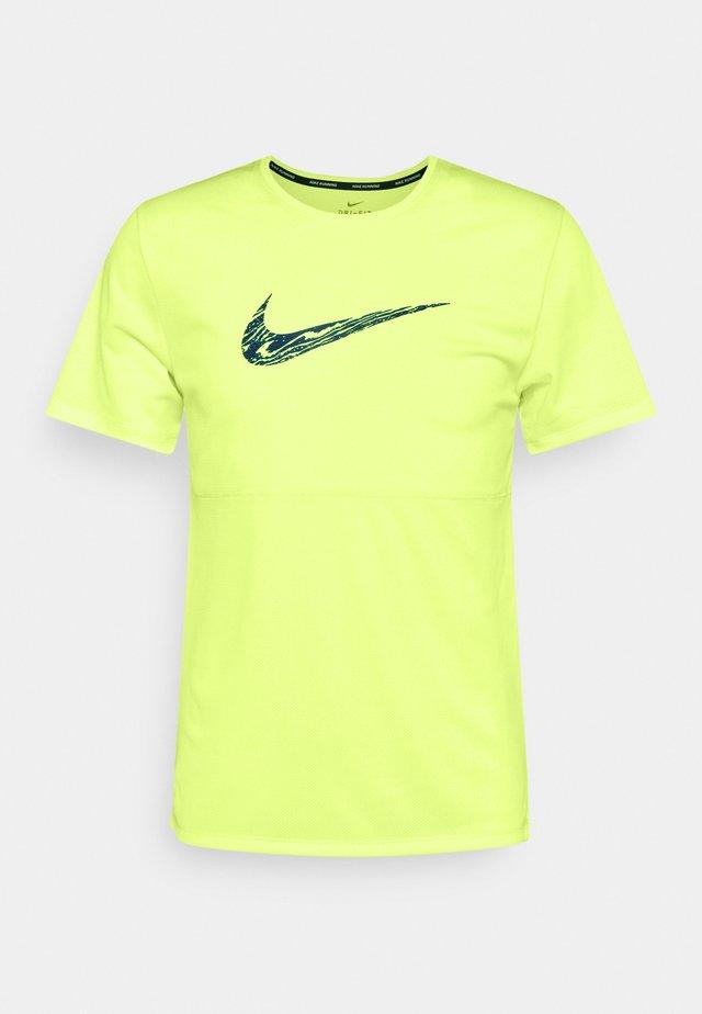 BREATHE RUN  - T-shirt imprimé - ghost green/dark teal green